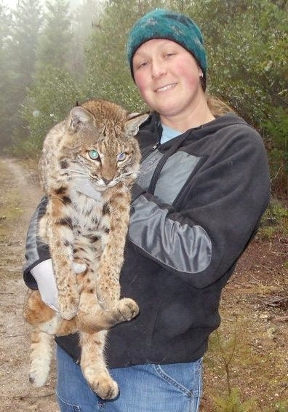 Shannon Mendia with a large cat